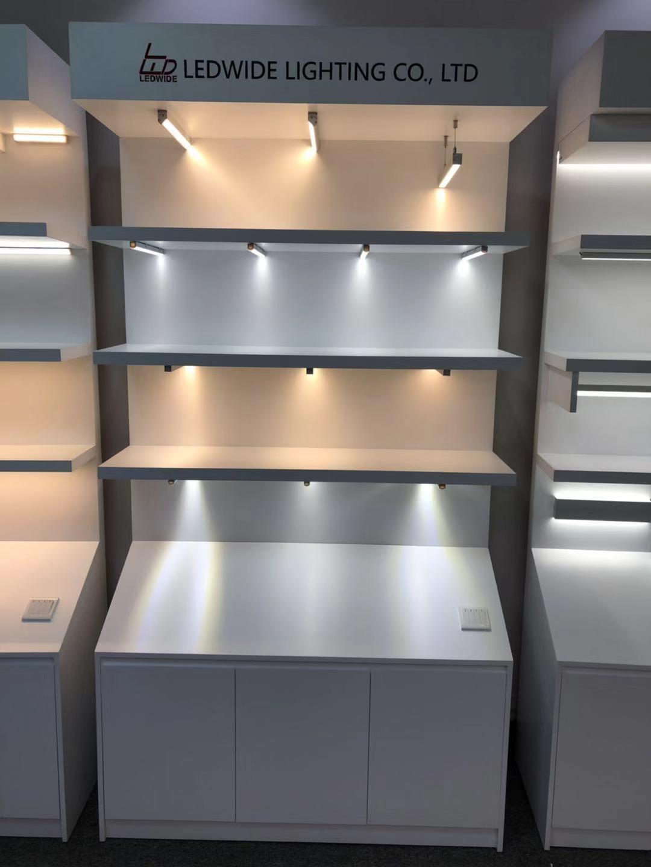 展柜定制-里外光電燈具展柜